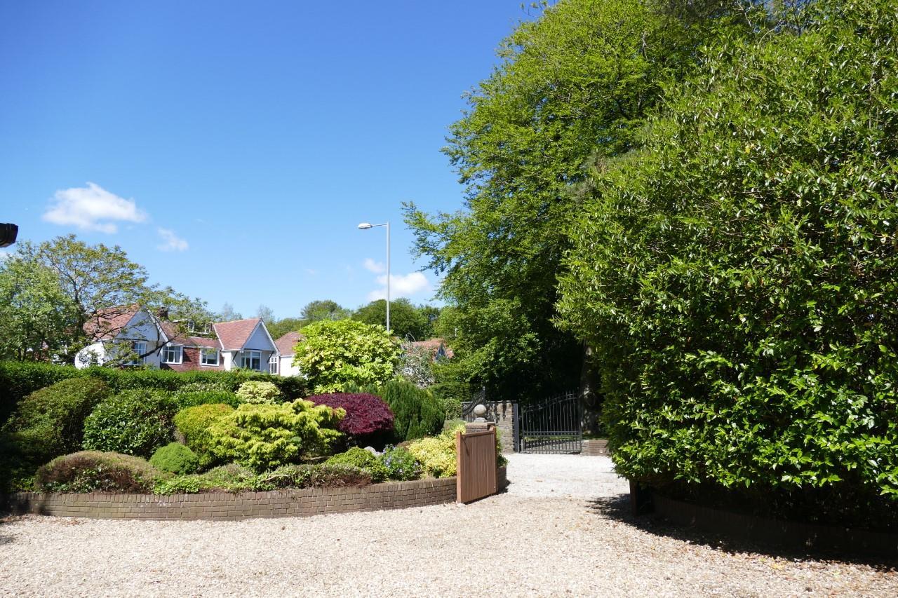 Gower Road, Killay, Swansea, SA2 7AE